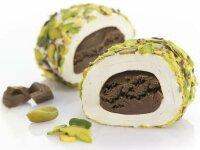 Turkish Delight Brownie mit Vanille umhüllt von...