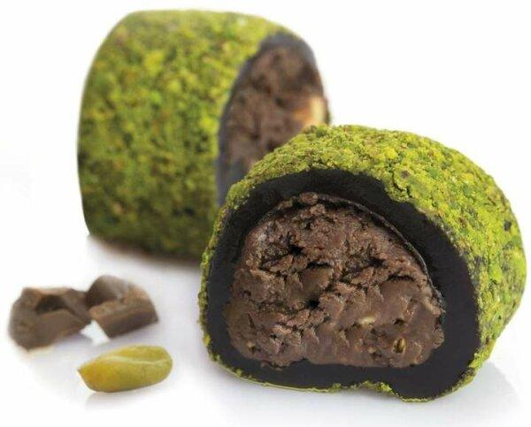 Turkish Delight Brownie umhüllt mit gemahlenen Pistazien